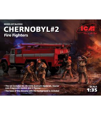 1:35 Чернобил#2, Пожарникари, пожарна кола AC-40-137A с 4 фигури, основа за диорама и фон) (Chernobyl#2. Fire Fighters, AC-40-137A firetruck & 4 figures & diorama base with background)