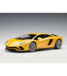 Lamborghini Aventador S 2017 (new giallo orion/pearl yellow (composite model/full openings)
