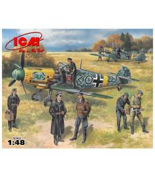 1:48 Германски изтребител Месершмит Бф 109Ф-2 с пилоти и наземен персонал (фигури - 4 пилота, 3 механици)