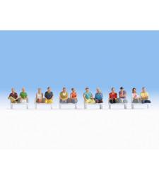 Седящи пътници (без крака, без пейки)