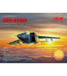 1:72 Eдноместен съветски изтребител МиГ-25 БМ (MiG-25 BM, Soviet Strike Aircraft)