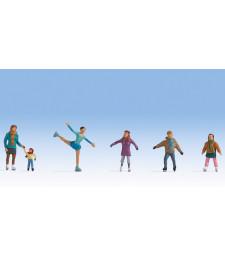 Фигури на хора с кънки за лед