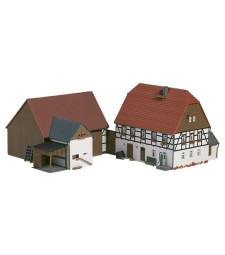 Малък чифлик: Жилищна сграда (126 x 110 x 115 mm), плевня (130 x 90 x 90 mm)