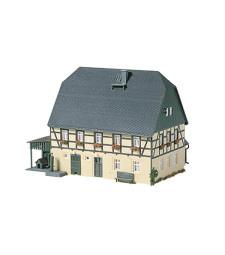 Голяма селска къща с плевня и навес  H0
