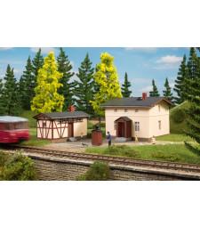 Къща на железопътния пазач със спомагателна сграда (98 x 94 x 74 mm & 92 x 49 x 52 mm)
