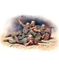 1:35 Германска пехота в защита - източен фронт - 4 фигури (German Infantry Defense, Eastern Front Battle Series, Kit No.1 - 4 figures)