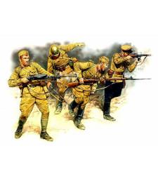 1:35 Съветски войници в настъпление,1941-1942 - 4 фигури (Eastern Front Series. Kit № 2. Soviet Infantry in action, 1941-1942  - 4 figures)