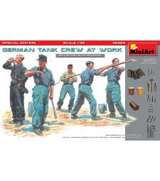 1:35 Германски танков екипаж на работа, специално издание - 5 фигури и инструменти (German Tank Crew at Work. Special Edition)