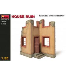 1:35 Руини от къща