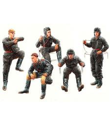 1:35 Съветски танков екипаж, 1943 - 1945 - 5 фигури (Soviet Tank Crew, 1943-1945  - 5  figures)