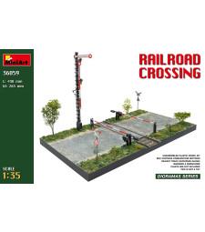 1:35 Железопътен прелез