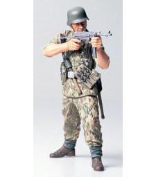 1:16 WWII German Infantryman - Elite
