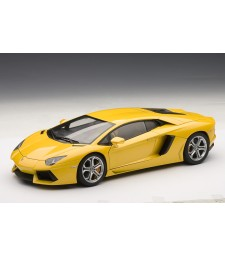LAMBORGHINI AVENTADOR LP700-4 (GIALLO ORION/METALLIC YELLOW) 2011