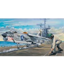 1:32 Американски ударен самолет Ф-8Е (F-8E Crusader)