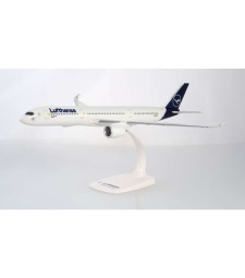 1:200 LUFTHANSA AIRBUS A350-900 - сглобка без лепило