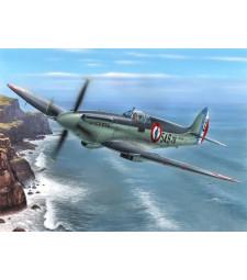 "1:48 Британски самолет Seafire Mk.15 ""Aeronavale Service"""