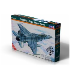 1:72 Американски самолет F-16CJ-52+ Tiger Demo Team