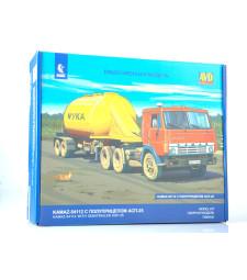 Kamaz-54112 tractor truck with semitrailer for flour transport AZP-25 - Die-cast Model Kit