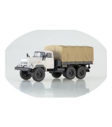 ZIL-131 flatbed truck /white-khaki/